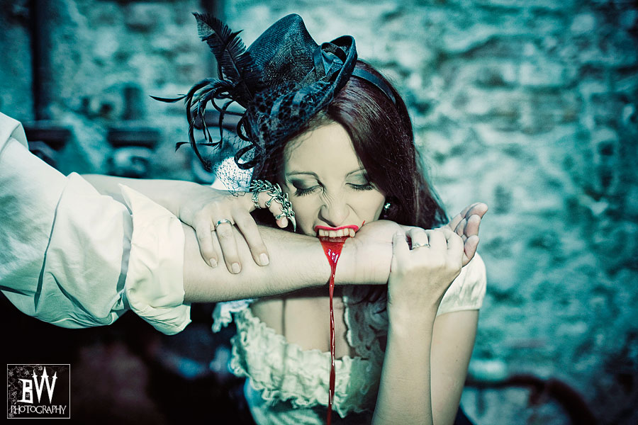 THE VAMPIRE LOVERS – EMANUELLA & MACIEK TRASH THE DRESS SESSION